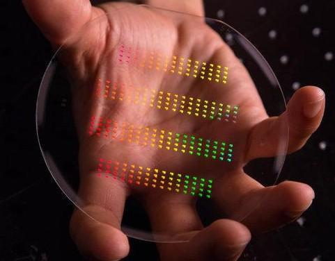 科学家们认为,将纳米电路图案和传统的芯片制造技术